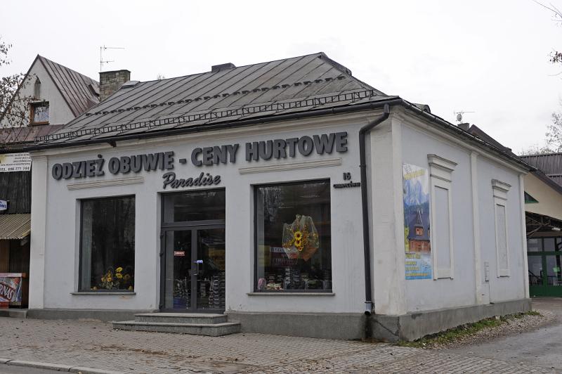 """Dawny oddział """"Bazaru Polskiego"""" przy ul. Chramcówki. Fot. D. Moździerz, 2009"""