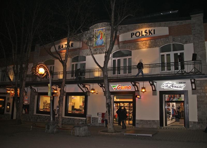 """""""Bazar Polski"""" przy ul. Krupówki. Fot. Jerzy Zacharko, 2013"""